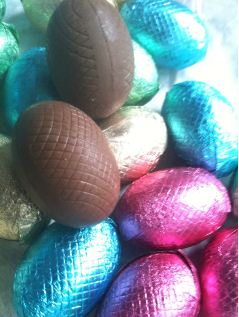 Carluccios Ovette di Cioccolato Milk Chocolate Eggs unwrapped