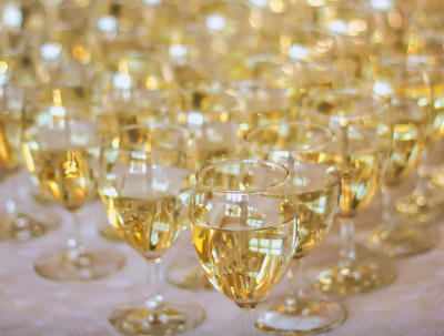 image of white wine n glasses