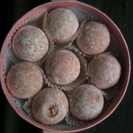 charbonnel et walker pink champagne truffles box open
