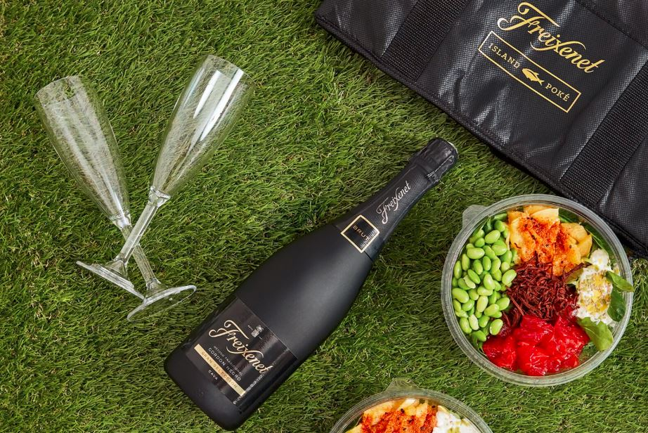 TOAST TO THE FINAL DAYS OF SUMMER WITH BUBBLES AND BOWLS